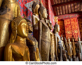 Ancien buddhas - Ancient golden buddhas in the buddha church...