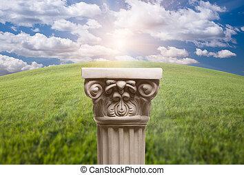 ancien, nuages, colonne, pilier, copie exacte, herbe, sur
