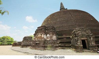 Ancient brown stupa. Polonnaruwa