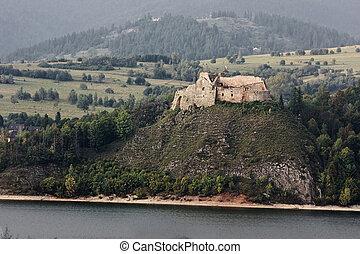 Ancient castle Dunajec in Nedzice