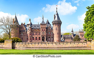 De Haar castle - Ancient De Haar castle near Utrecht,...