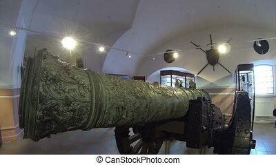 Ancient gun, firing cores