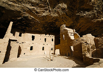 Indian ruins at Mesa Verde - Ancient Indian ruins at Mesa ...
