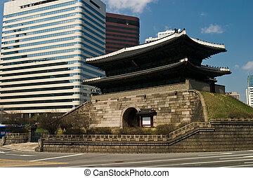 Ancient Namdaemun City Gate and Modern Skyscrapers - 600...