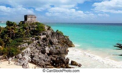 Ancient Tulum Mayan ruins beach - Ancient Tulum Mayan ruins...