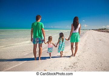 andar, família, costas, quatro, ao longo, praia, vista