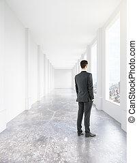 andar homem, em, corredor, interior