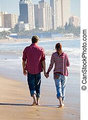 andar par, ligado, praia