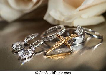 anello, croce, orecchini, pendente