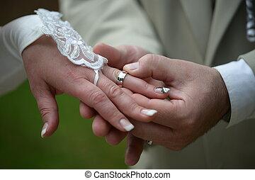 anello, mettere, matrimonio