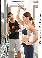 anfald, kvinde, exercising, hos, dumbbell
