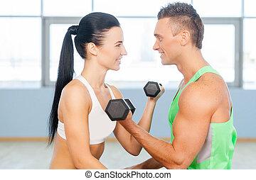 anfall, ehepaar., fitness, paar, turnhalle, trainieren, in, turnhalle, und, anschauen einander