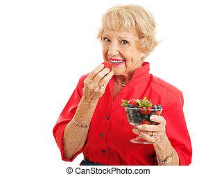 anfall, gesunde, älter, dame, essende, beeren