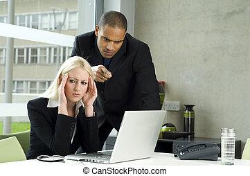 angestellter, arbeiten, sie, einen vortrag haltend, vorgesetzter