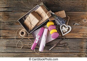angle, vue, papier, uni, heart., présent, brun, valentines, élevé, emballé, jour