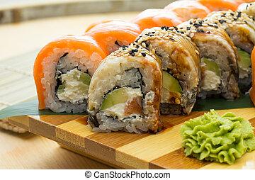 anguila, rollo sushi