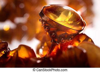 anillo, con, ámbar