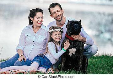 animal favori famille, leur, dehors, portrait, heureux