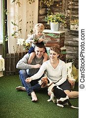 animal favori famille, leur, maison, portrait, heureux
