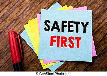 ankündigung, begriff, first., bueroraeume, hölzern, text, sicher, bleistift, klebrige notiz, geschrieben, papier, sicherheit, stock, hintergrund, markierung, handschrift, warnung, ansicht
