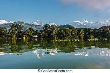 annapurna の 範囲, pokhara, 湖, fewa