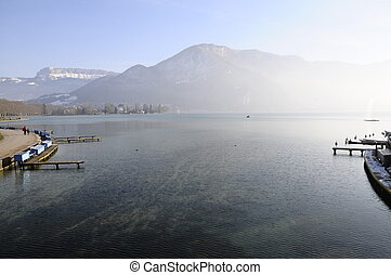 Annecy lake from city