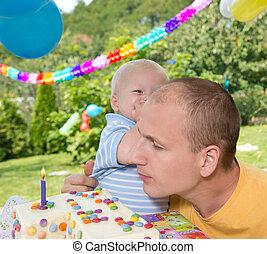 anniversaire, célébré, famille, jeune
