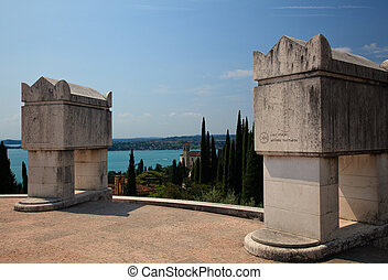 annunzio, 記念碑