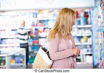 anoniem, vrouw, in, grocery slaan op