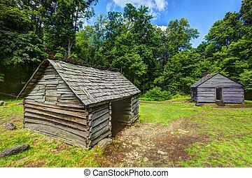anote cabanas, em, a, grandes montanhas esfumaçadas