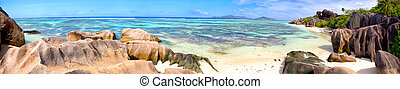 Anse Source d'Argent beach panorama