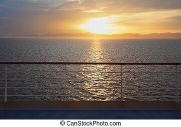 ansicht, von, deck, von, segeltörn, ship., schöne , sonnenuntergang, oben, water., schiene, in, heraus, von, fokus.