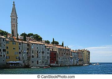 ansicht, von, der, alte stadt, rovinj--city, in, kroatien, gelegen, auf, der, nord, adriatisches meer, mit, a, bevoelkerung, von, 13