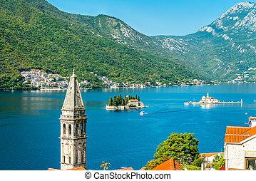 ansicht, von, der, bucht, von, kotor, mit, zwei, klein, inseln, und, a, glockenturm, in, perast, montenegro