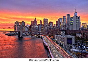 ansicht, von, lassen manhattan herunter, mit, brooklyn brücke, an, an, erstaunlich, sonnenuntergang, new york city