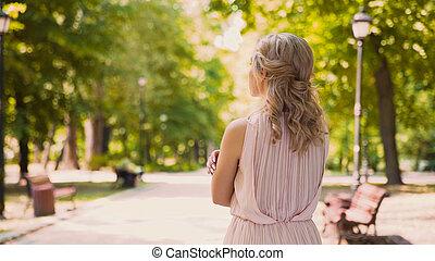 ansioso, namorado, dela, beleza, ondulado-cabeludo, olhar, proposta, expedir, sentimentos