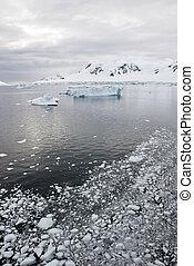 Antarctica - Landscape And Alleys