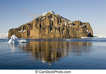 Antarctica - The Lamaire Channel on the Antarctic Peninsula...