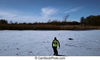 antena, mrożony, lód, him., river., truteń, łyżwiarz, następujący, wzdłuż, ślizgowy, prospekt