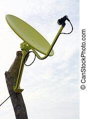antenna parabolica, giallo