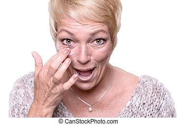 anti-envelhecimento, middle-aged, mulher, aplicando creme