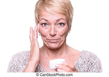 anti-vieillissement, deux âges, femme, crème demande