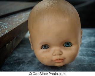 anticaglia, testa bambola, staring