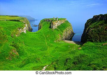 antico, settentrionale, dunseverick, strada rialzata, verde, irlanda, costa, castello, scogliere, rovine