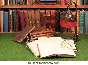 antigüedad, libros, lámpara, y, anteojos