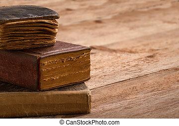 antigas, livro, pilha, marrom, páginas, em branco, espinha,...