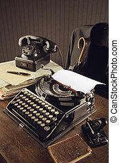 antigas, máquina escrever, ligado, um, escrivaninha madeira