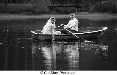 antigas, noivo, noiva, pretas, montando, tiro, branca, sorrindo, bote