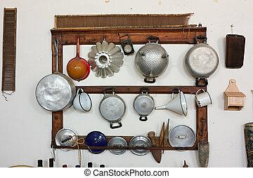 antigas, utensílios cozinhando