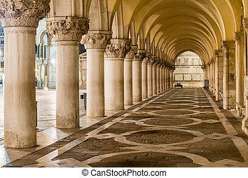antiguo, columnas, en, venice., arcos, en, piazza san marco,...